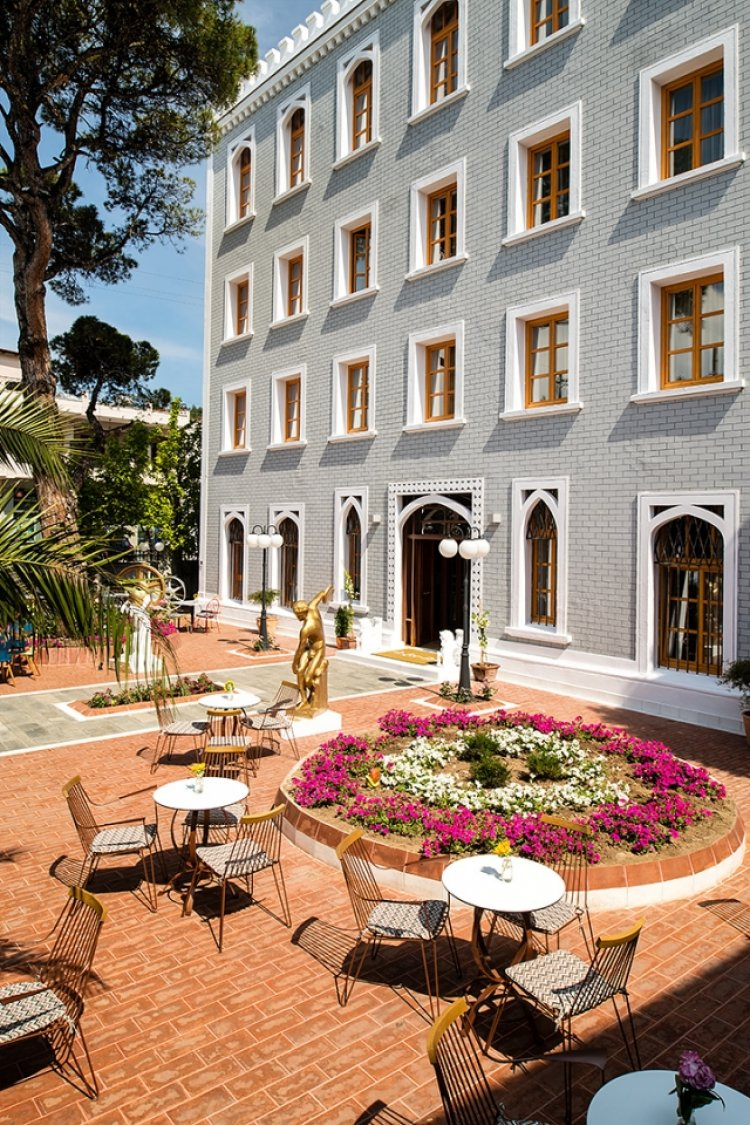 Design hotel a for art limenas insula thassos grecia for A for art design hotel